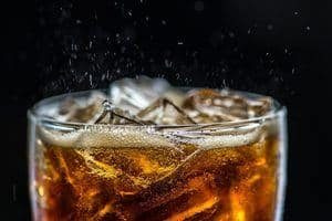 Carbonated drinks can remove stains