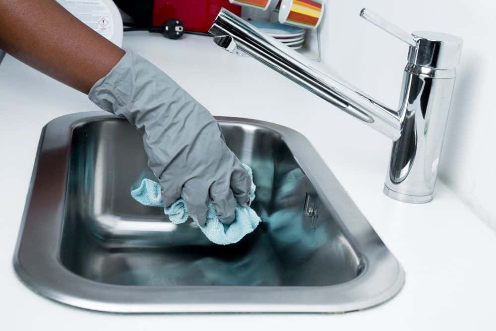 Cleaning A Kitchen Sink